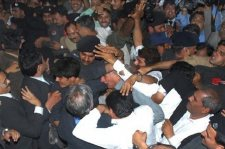 Violence breaks out in Pakistan - lawyers judicial movement