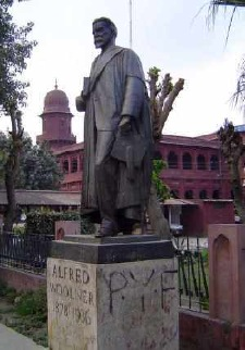Woolner statue outside Punjab Univeristy Lahore