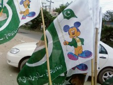 Flags on sale in Pakistan-Story at Metroblog Lahore
