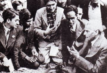 Quaid i Azam Mohammad Ali Jinnah of Pakistan talking to students