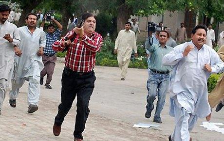 Riots over energy power cuts in Multan, Pakistan
