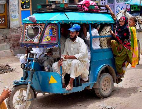 Pakistan rickshaw motorcycle overloading